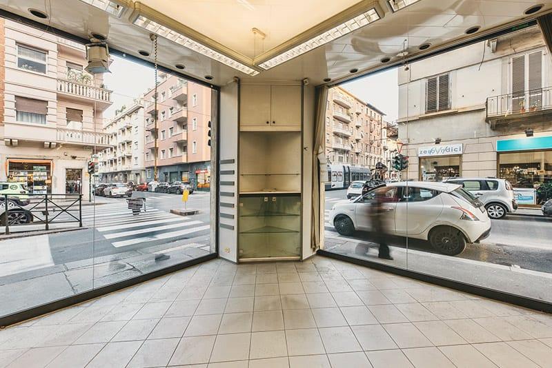 Locale commerciale con 7 vetrine in affitto (TO) - Locale commerciale affitto torino