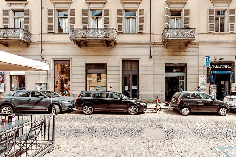 Locale commerciale di 60 mq con vetrina su via Mazzini (TO)